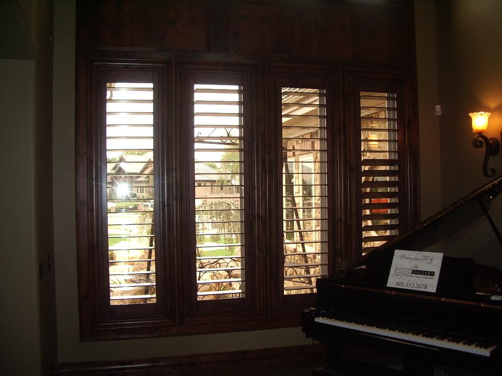 Interior window shutters gallery gallery style exterior for Interior window shutter designs